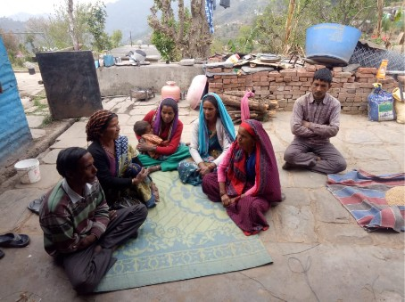 A discussion in Tola village about the community radio programme broadcast.